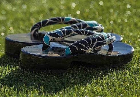 modern geta sandals